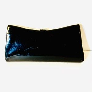 1960s Black Patent Leather Clutch w/ Kiss Closure